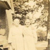 Image of Martha Hembree Houze and Mary Hembree Bennett - James Solon Houze family