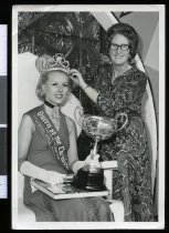 Image of [Crowning the Queen of the Carnival] -