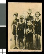 Image of [O'Rourke children at Caroline Bay, Timaru] -
