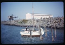 Launching a yacht at Timaru Harbour, September 196...
