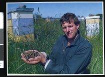 Image of Beekeeper Paul Bartrum