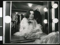 Image of Leisa Falconer as Evita