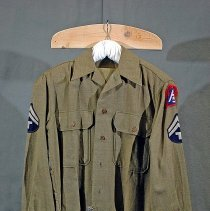 Image of 01.02.02 - World War II Army jacket/shirt of Eunice A. Arey. Two front breast pockets, seven buttons down front, inner flap sewn on left attaches to buttons on rigth side of shirt.