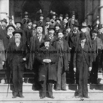 Image of Photo0095.jpg - Confederate Veterans Reunion on Court house steps