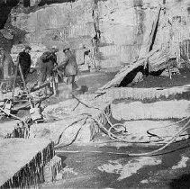 Image of Photo0142.jpg - Men in royal black marble quarry