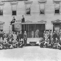 Image of Photo0161.jpg - The Harrisonburg Lions Club in front of a cage of lions on Court Square