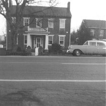 Image of Photo0183.jpg - Mauzy house with car parked in front