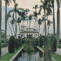 Image of Memorial Fountain, Palm Beach