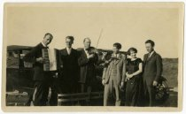Image of Members of the Olle I Skratthult troupe somewhere on tour, 1920?