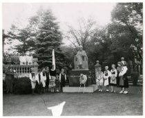 Image of Vasa children with Lagerlof statue, ca. 1955.