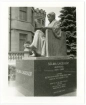 Image of Selma Lagerlof statue on mansion grounds