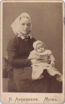 Image of Unidentified mother & child, undated