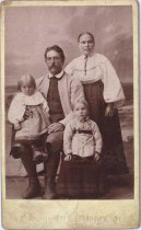 Image of Unidentified family portrait, undated