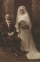 Image of Oscar and Margaret Alm wedding photograph, July 16, 1915