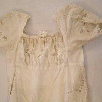 Image of 1981.025.0002 dress detail 2