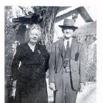 Image of Photo of Sue Frisbie Munn and John Munn.  - 2003.003.0010