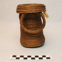 Image of 2.10 side of basket showing rings