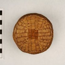 Image of 255.008 image showing the base of the basket from the exterior