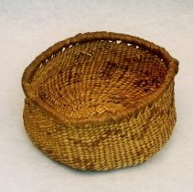 Image of 270.004 image showing the front and interior of the basket