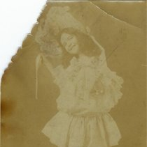 Image of Lindsay Relative/Friend? - Girl - 1919 C