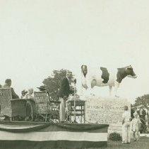 Image of Springbank Snow Countess Statue Ceremony - 1937/10/04