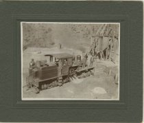 Image of Silver City & Pinos Altos engine and crew