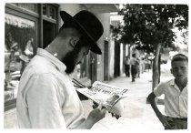 Image of Israeli Man Reads News