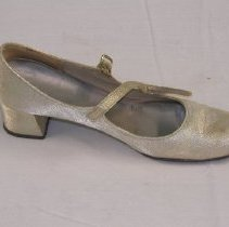 Image of 2008.87.1a - Shoe, Dress