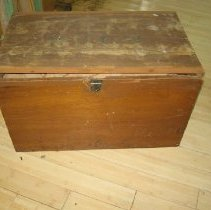 Image of 2009.121.1 - Chest