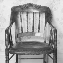 Image of 1942.012.1 - Chair