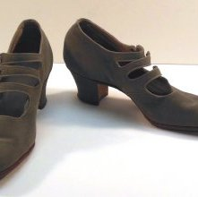Image of Pair of Shoes - 1977.168.0025a-b