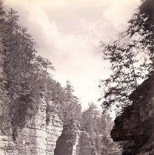 Image of 1977.218.1731 - 388. Au Sable Chasm - Split Rock