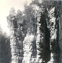 Image of 1977.218.1831 - 412. Au Sable Chasm, Cathedral Rocks