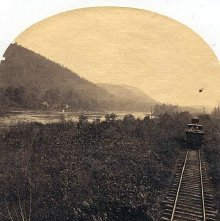 Image of 1977.218.5367 - Adirondack Railroad by the Hudson River