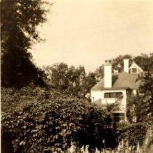 Image of 1978.003.2075 - A garden behind a house