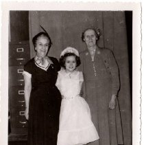 Image of Janice Josselyn with Grandmothers - 2015.0001.014