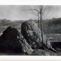"Image of 1999.03.05 - The split rock in ""Temple Close"""