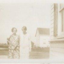 Image of 2008.094.015 - Margaret Bemis, Dorothy Gifford - Westeport Pt. - 1930+.