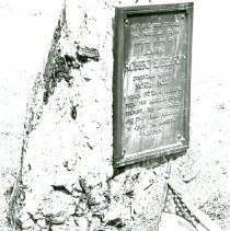 Image of PEARY MEMORIAL, FRYEBURG, MAINE - A-3-11 Robert Perry monument