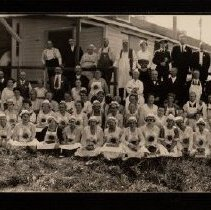 Image of Evangelical Dining Hall crew at Minnesota State Fair 191? -