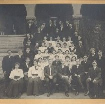 Image of St Paul College students and faculty 1908