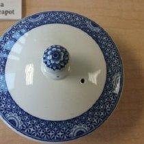 Image of teapot lid