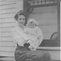 Image of Dorothy Baker Lister and Daughter, Virginia - 2001.1.23