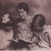 Image of Kathleen Sterling Moulton with Daughters, Hope and Marjorie - 2001.1.36