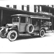 Image of Brockway Wagon at the Bingham Hotel - 2001.1.9