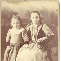 Image of Lizzie and Ralph Goodrich as Children - 2010.3.5