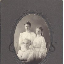 Image of Lucy Bates With Daughters Bertha and Flossie - 2011.10.77