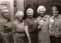 Image of Gladys Simpson Haugan (center)