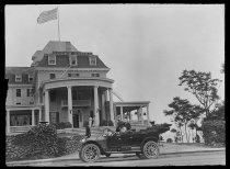 Image of Jessica's auto in front of Ocean House, photo by Alice Austen, 1911