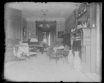 Image of Uncle Petes parlor, photo by Alice Austen, 1894